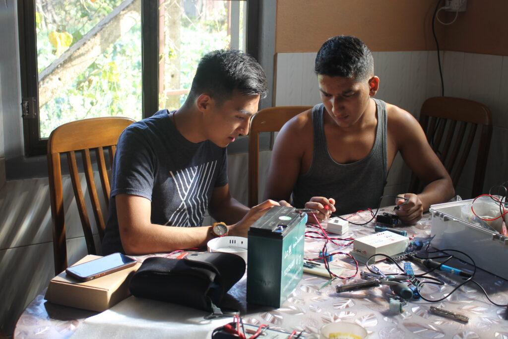 Lin Thu Hein of Atutu training Hein Htet Aung